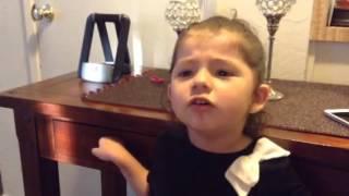 """getlinkyoutube.com-""""Y que agarro y que le digo"""". niña de dos y medio"""