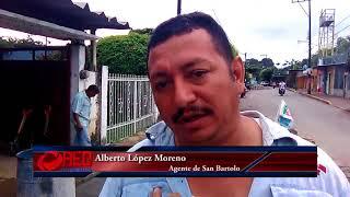 Ante nula respuesta del ayuntamiento, en San Bartolo reparan socavones con recursos propios
