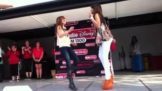 getlinkyoutube.com-Bella Thorne and Zendaya dancing 2011