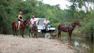 getlinkyoutube.com-Trinidad, Cuba en calesa y en caballos
