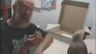 getlinkyoutube.com-Como hacer una guitarra en 30 segundos - La Magia de la guitara 4
