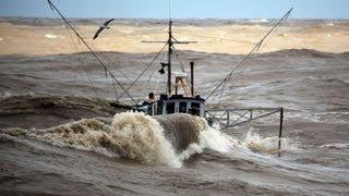 getlinkyoutube.com-Incredible video -  fishing boats in rough sea