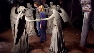 getlinkyoutube.com-The Weeping Angels attack! - Blink - Doctor Who - BBC