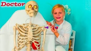 getlinkyoutube.com-ASSISTANT The Doctor Meets Bones the Skeleton Real Life Doctor Video