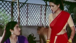 getlinkyoutube.com-Sridevi & Padmini Kolhapure quarrel for household work - Suhaagan, Scene 1/13