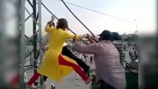 Gharida Farooqi in PTI Dharna - Islamabad Lock down - Try to reach at top