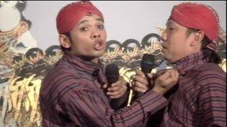 getlinkyoutube.com-Beneran Lawak Percil VS Yudho Berantem Dipanggung Wayang Kulit Kidalang Sun Gondrong