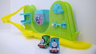 getlinkyoutube.com-きかんしゃトーマス おふろDEミニカー Thomas and Friends / Changes in Cold Water!! Thomas the Tank Engine Bath Toys