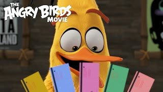 getlinkyoutube.com-The Angry Birds Movie - Chuck Visits Regal Cinemas