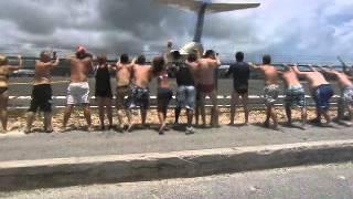 getlinkyoutube.com-Aereo decollo Isola San Maarten