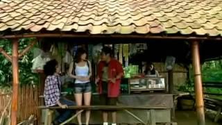adegan panas artis jepang mandi air terjun di film bioskop indonesia
