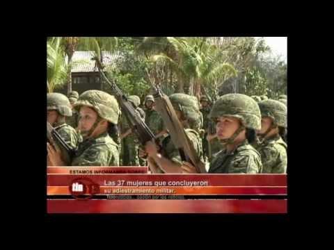 Las 37 mujeres que concluyeron su adiestramiento militar.