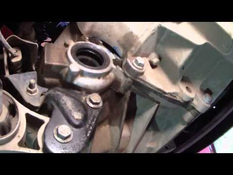 Замена промежуточного подшипника и сальника правого привода на Ford Fusion.