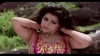 "getlinkyoutube.com-Irukki Anachu Oru Umma Tharum Kissing Scence in ""Muthu"" Tamil Movie - Super Star Rajinikanth & Meena"