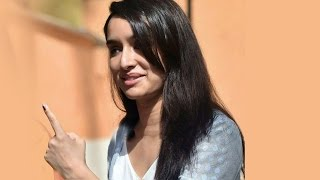 getlinkyoutube.com-Shraddha Kapoor Casts VOTE At BMC Elections 2017