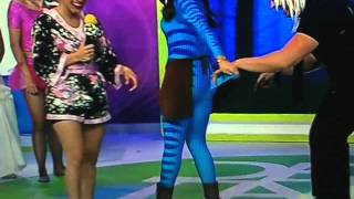 getlinkyoutube.com-Destardes a viridiana le agarran la cola