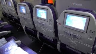 getlinkyoutube.com-Boeing 787 Dreamliner - Cabin Interior - Seating Details [HD]