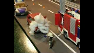 getlinkyoutube.com-Freiwillige Feuerwehr rückt zum PKW-Brand aus (Playmobil Trickfilm by Playmotal)