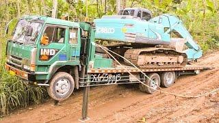 getlinkyoutube.com-Fuso Self Loader Truck Transporting Kobelco SK200 Excavator