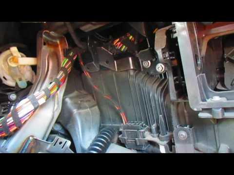 Где в Subaru ВРХ СТи радиатор печки