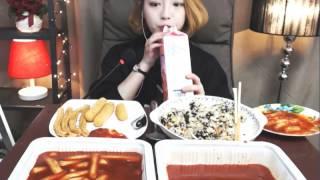 getlinkyoutube.com-신전떡볶이2인,참치마요덮밥,튀김 :슈기의 먹방 [Shoogi's Eating Show] Tteokbokki & fritter