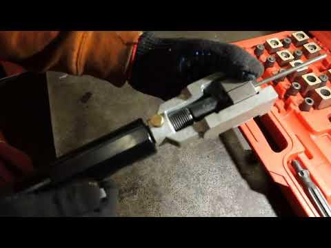 Вальцуем стальные тормозные трубки.