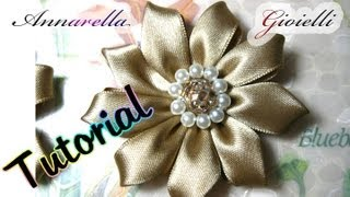 getlinkyoutube.com-Tutorial Kanzashi con nastro di raso | Fabric flower tutorial