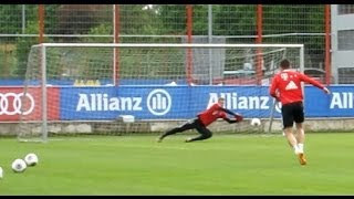 getlinkyoutube.com-FC Bayern Munich - Shooting training and incredible saves of Manuel Neuer - Schusstraining Robben