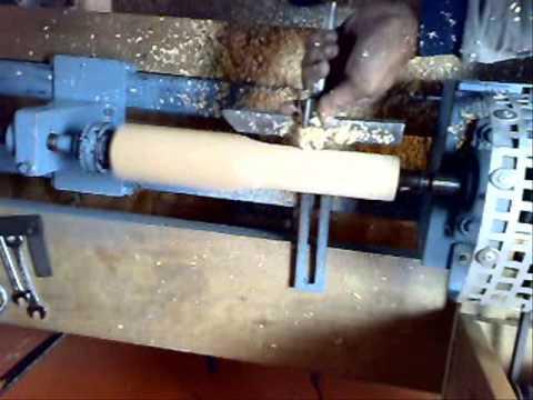 Torneando cabo ó mango para herramienta en torno casero