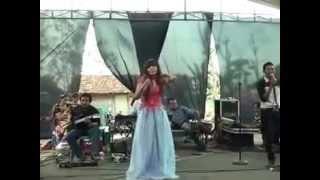getlinkyoutube.com-Tragedi Goyang Dumang Panggung Dangdut Ambruk