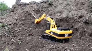 getlinkyoutube.com-Cat 1/16 Bruder BAGGER Excavator Spindel #2