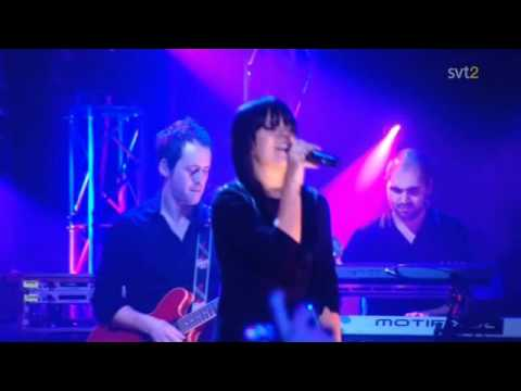 Lily Allen - Smile (London Live 2009) -CKP6GuYnB8k