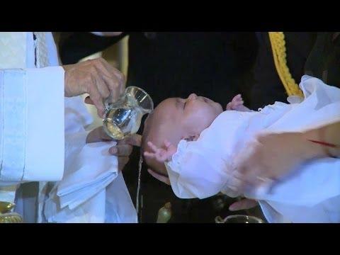 Argentina: bautizan a hija de lesbianas