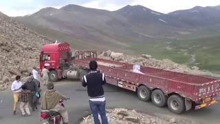 getlinkyoutube.com-Chinese truck driver stuck on Babusar pass, GB, Pakistan