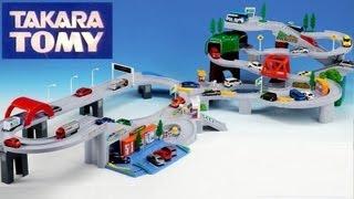 getlinkyoutube.com-Tomica World Highway Busy Drive Speedway Auto Parking Garage Disney Pixar Cars Takara Tomy for Kids