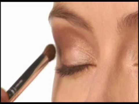 How to Apply Eye Shadow - Clinique Eyeshadow Powder