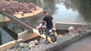 getlinkyoutube.com-Crazy pitbike stunt fail