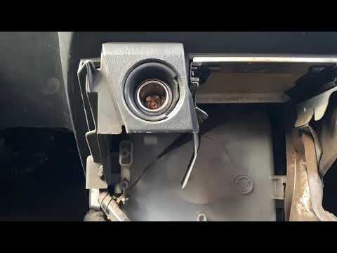 Ремонт прикуривателя в Toyota Caldina 2 часть