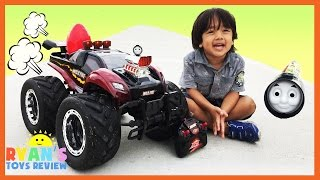 getlinkyoutube.com-GIANT RC MONSTER TRUCK Remote Control toys Cars for kids Playtime at the Park Egg Surprise