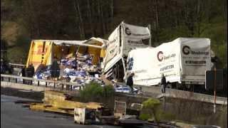 getlinkyoutube.com-24.04.2012: Ein Toter bei schwerem Lkw-Unfall auf A45 (Hessen)