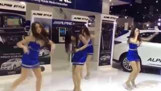 getlinkyoutube.com-Alpine girls dancing: Twistas Loca (Asiaticas sexy bailando como locas en centro comercial)