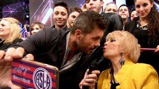La mamá de Burlando le tiró un pico a Tinelli y abrazó a Polino