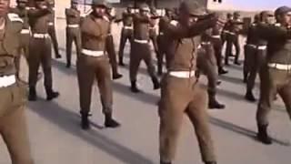 دورة عسكرية المدرب باكستاني تتحمس معهم