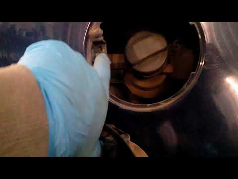 Как снять лючок бензобака на фольксваген пассат б 5