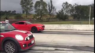 getlinkyoutube.com-Mustang 5.0 vs Mini Cooper S