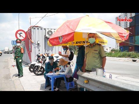 Lực lượng cảnh sát giao thông tham gia phòng chống dịch COVID 19 tại các chốt cửa ngõ của tp hcm
