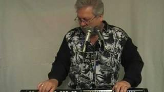 getlinkyoutube.com-Manfred spielt 'Hello Josephine' (Fats Domino)