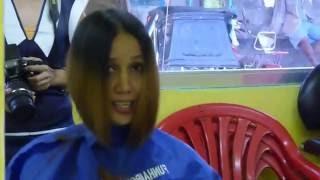 getlinkyoutube.com-Barbershop girl undershaved bobcut