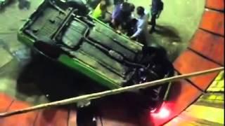 getlinkyoutube.com-รถยนต์ไต่ถังพลาดพลิกคว่ำ ขนาดมืออาชีพยังพลาด