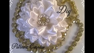getlinkyoutube.com-Flor de fita com strass e pérola DIY \ Ribbon flower with rhinestones and pearls DIY